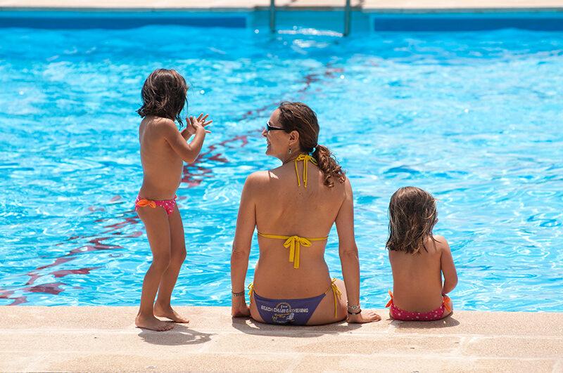 VIDEO: prevención y seguridad en la piscina y una cabaña en los árboles por dentro