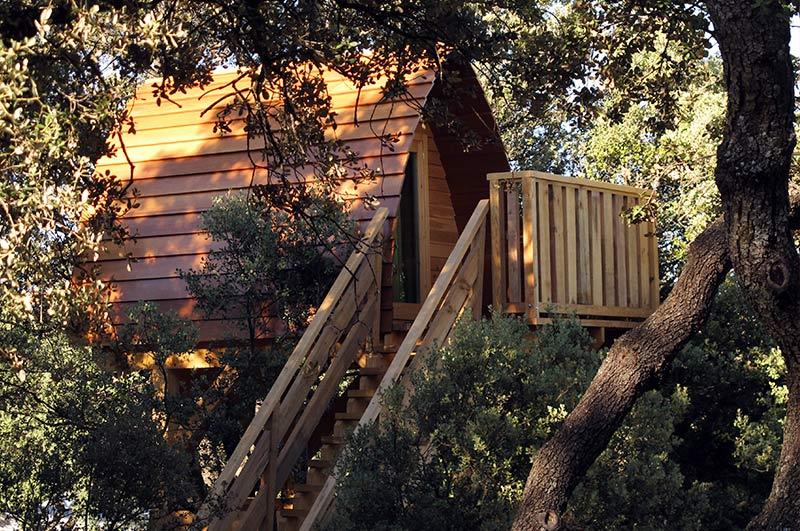 hemos instalado dos cabaas de madera de 3x2m en la copa de un rbol elevadas a 4 metros de altura - Casas En Los Arboles