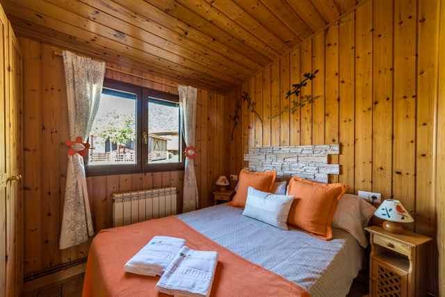camping-bungalows-en-Madrid-habitacion.jpg