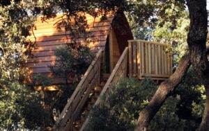 casas en los árboles cerca de Madrid